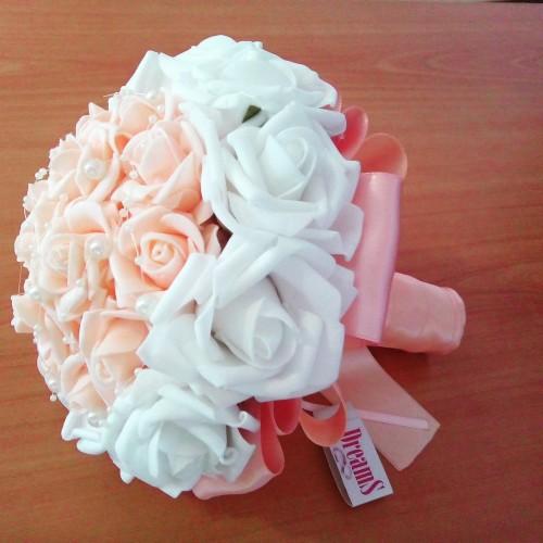 Сватбен букет Бяло и праскова