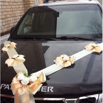Сватбена украса в праскова и екрю