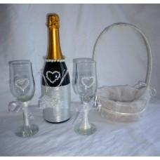 Комплект сватбено шампанско, чаши и кошничка